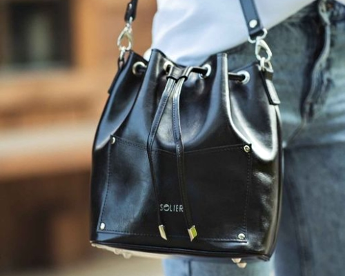 lifestyle - woman with a bag