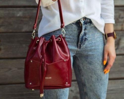 woman carry a bag