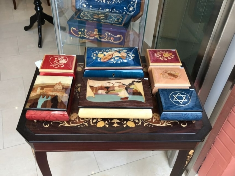 music-boxes-displayed-in-a-shop-in-napoli