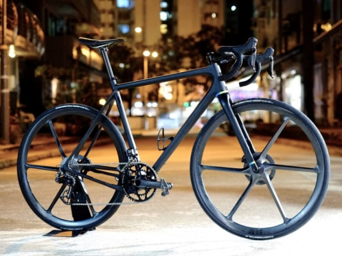german-made-carbon-bike-on-the-street-at-night
