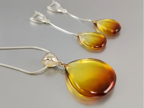 pearl amber jewellery on the table