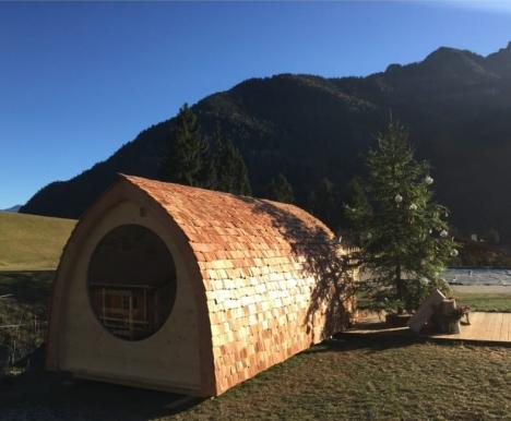 outdoor wooden sauna building