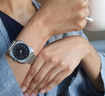 woman with a slow watch