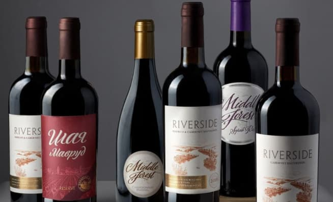 wine bottles with Bulgarian labels